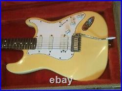 1993 USA Fender Artist Series Jeff Beck Signature Stratocaster Fender Tweed Case